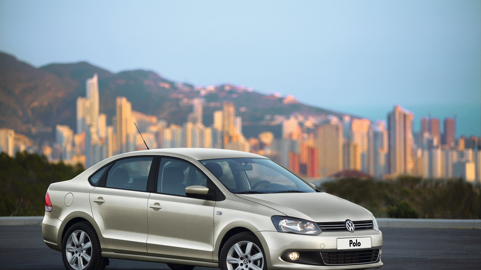 2011 Volkswagen Polo Sedan unveiled in Russia