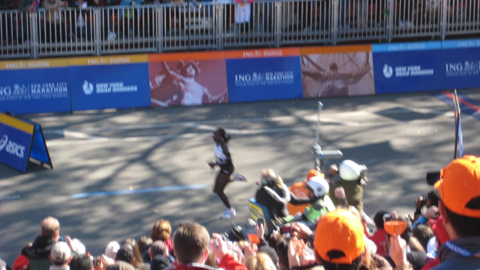 Winner Edna Kiplagat at NYC Marathon, Oct 2010