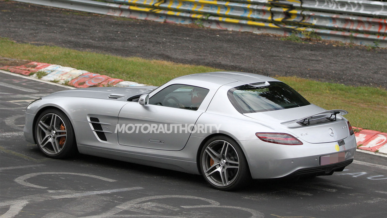 2014 Mercedes-Benz SLS AMG E-Cell spy shots