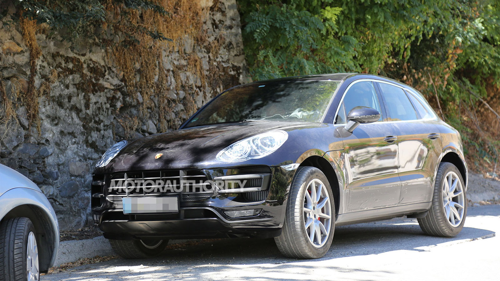 2015 Porsche Macan Turbo spy shots