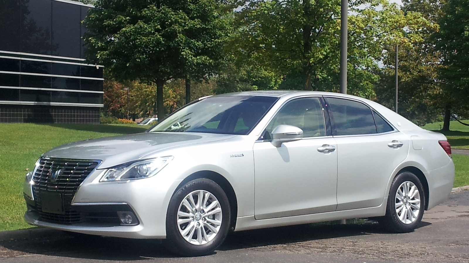 2013 Toyota Crown Royal Saloon Hybrid (for Japanese market)