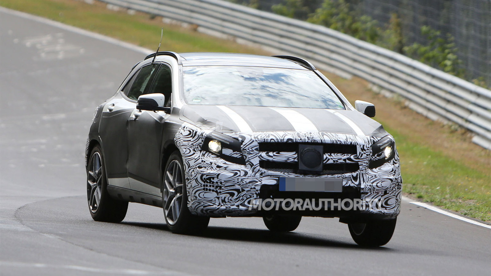 2015 Mercedes-Benz GLA45 AMG spy shots