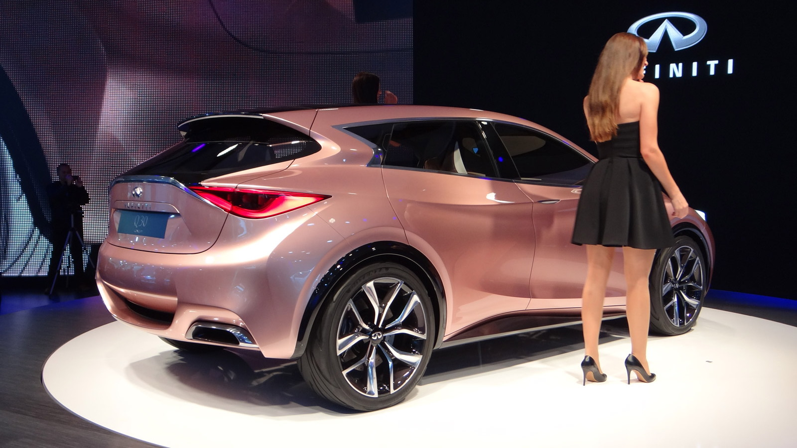 2017 Infiniti Q30 Video: 'Lust And Logic' In Compact