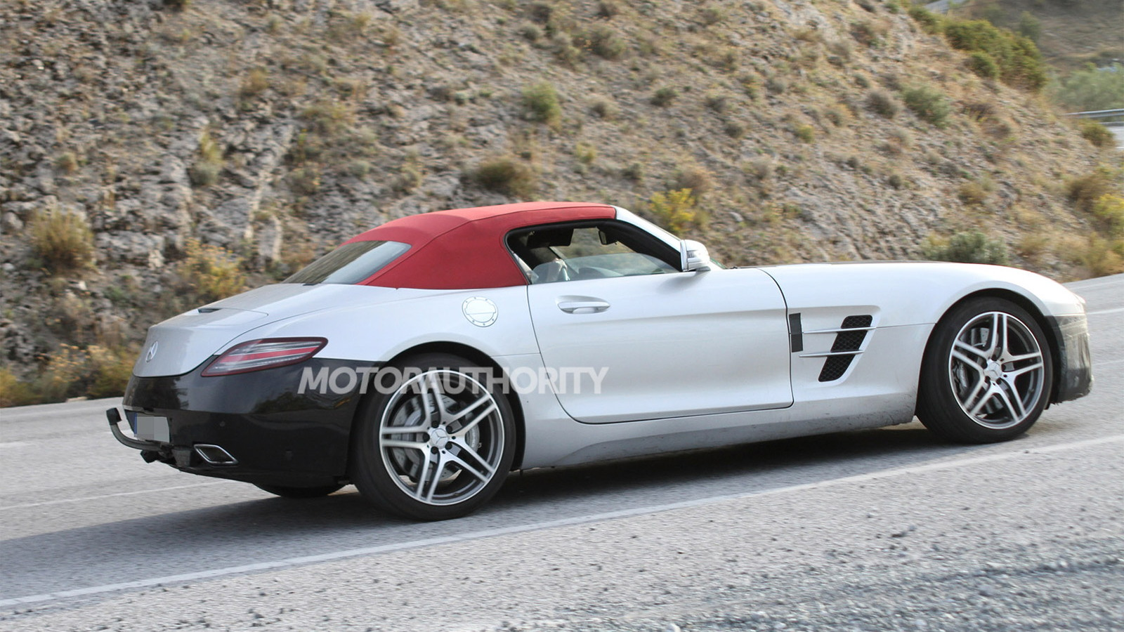 2015 Mercedes-Benz SLS AMG GT Roadster facelift spy shots
