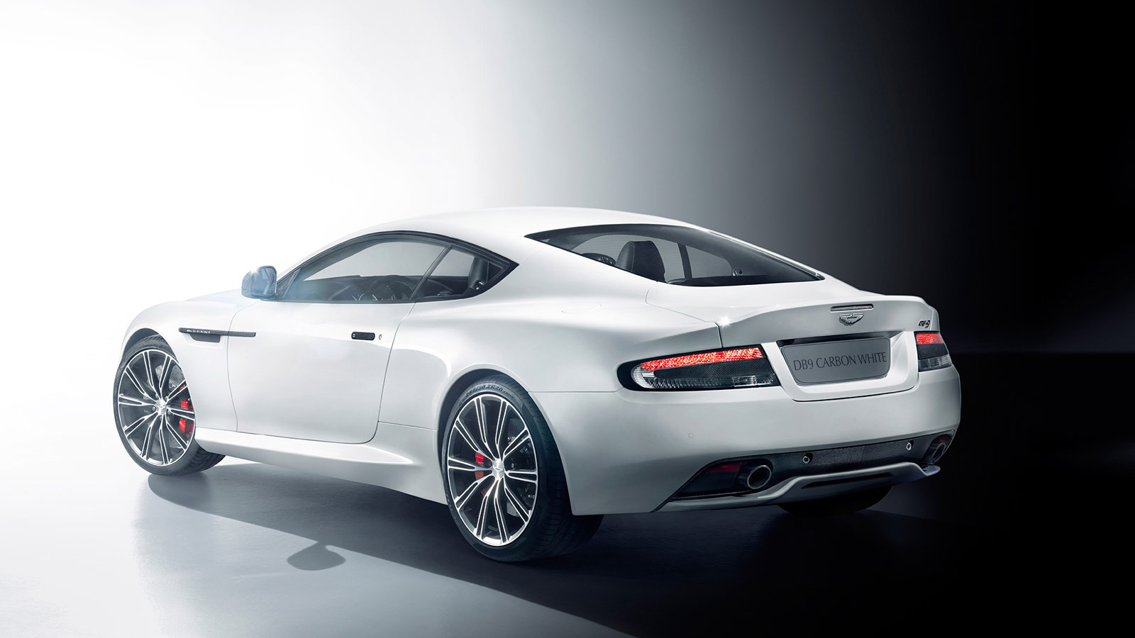 2015 Aston Martin DB9 Carbon White