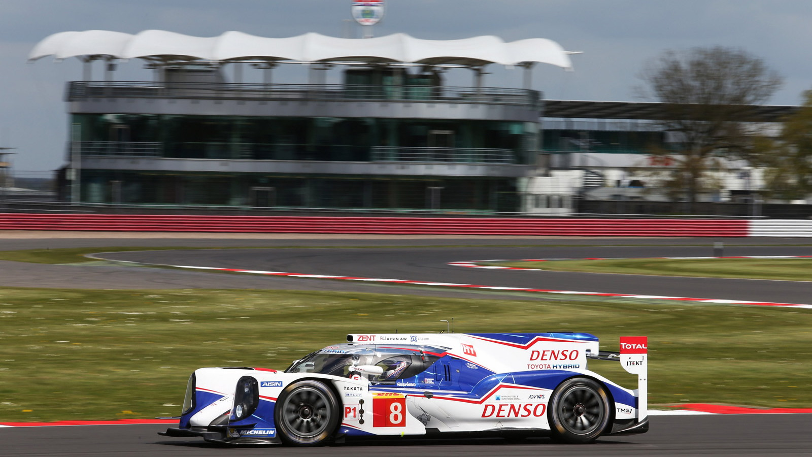 LMP1 cars in the 2014 6 Hours of Silverstone