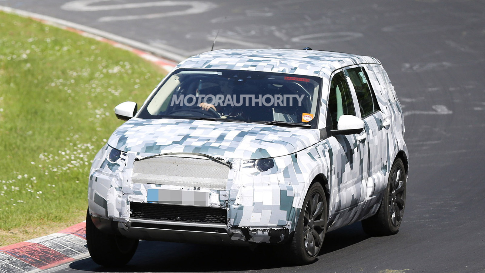 2016 Land Rover Discovery Sport (LR2 Replacement) spy shots