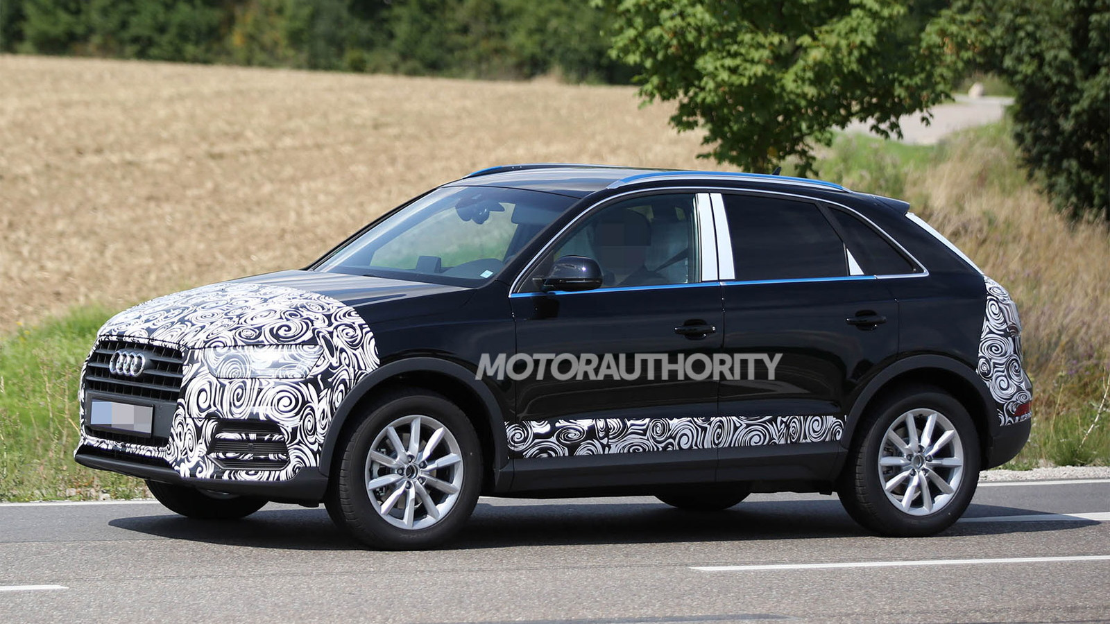 2016 Audi Q3 facelift spy shots