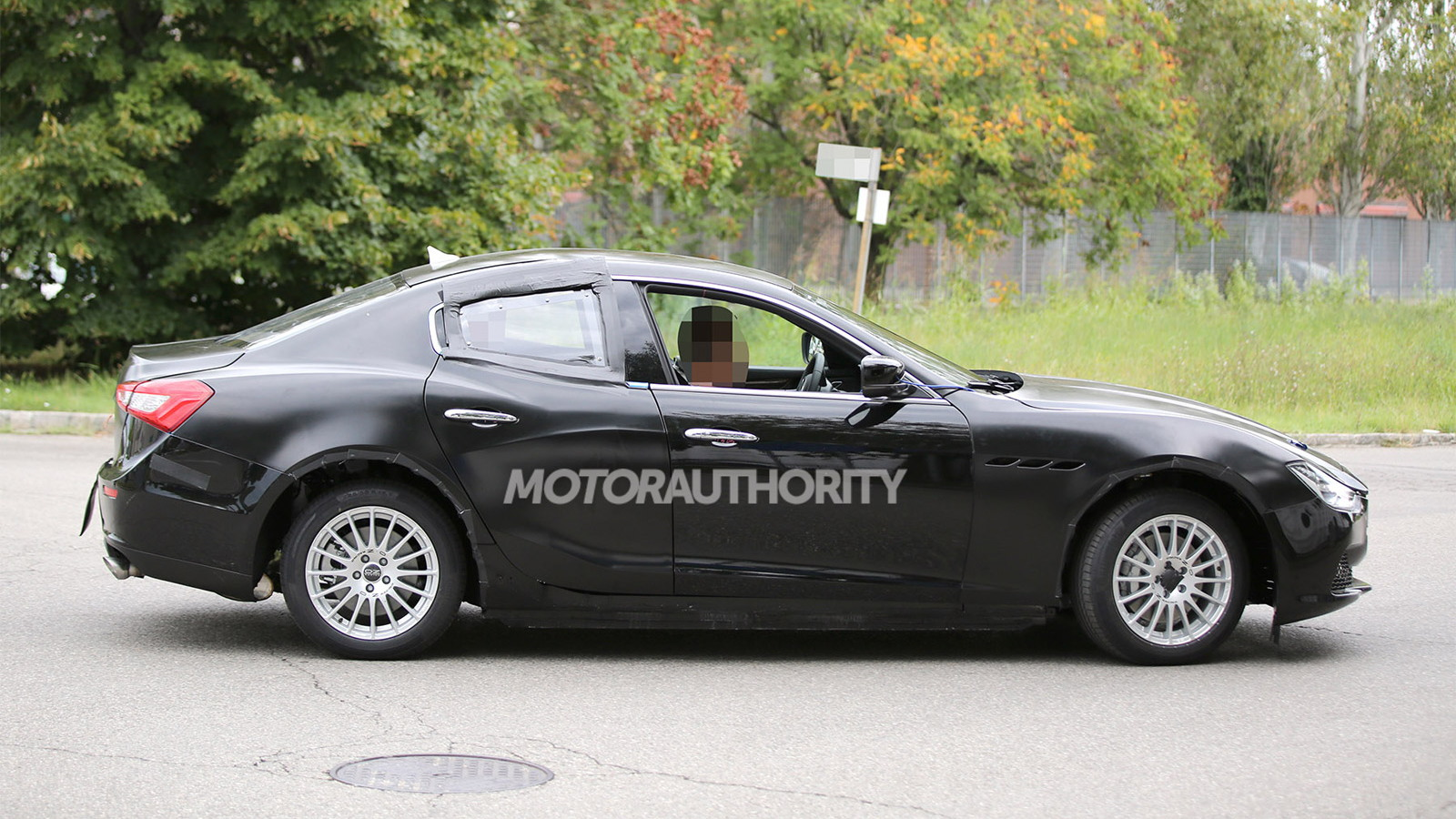 2016 Alfa Romeo Giulia test mule spy shots