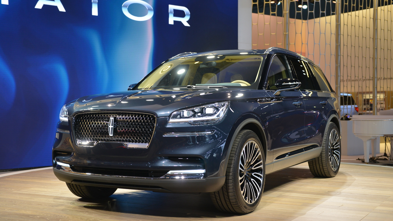 Lincoln Suv 2018 >> Lincoln Aviator Returns As Elegant Three Row Suv With Plug In Tech