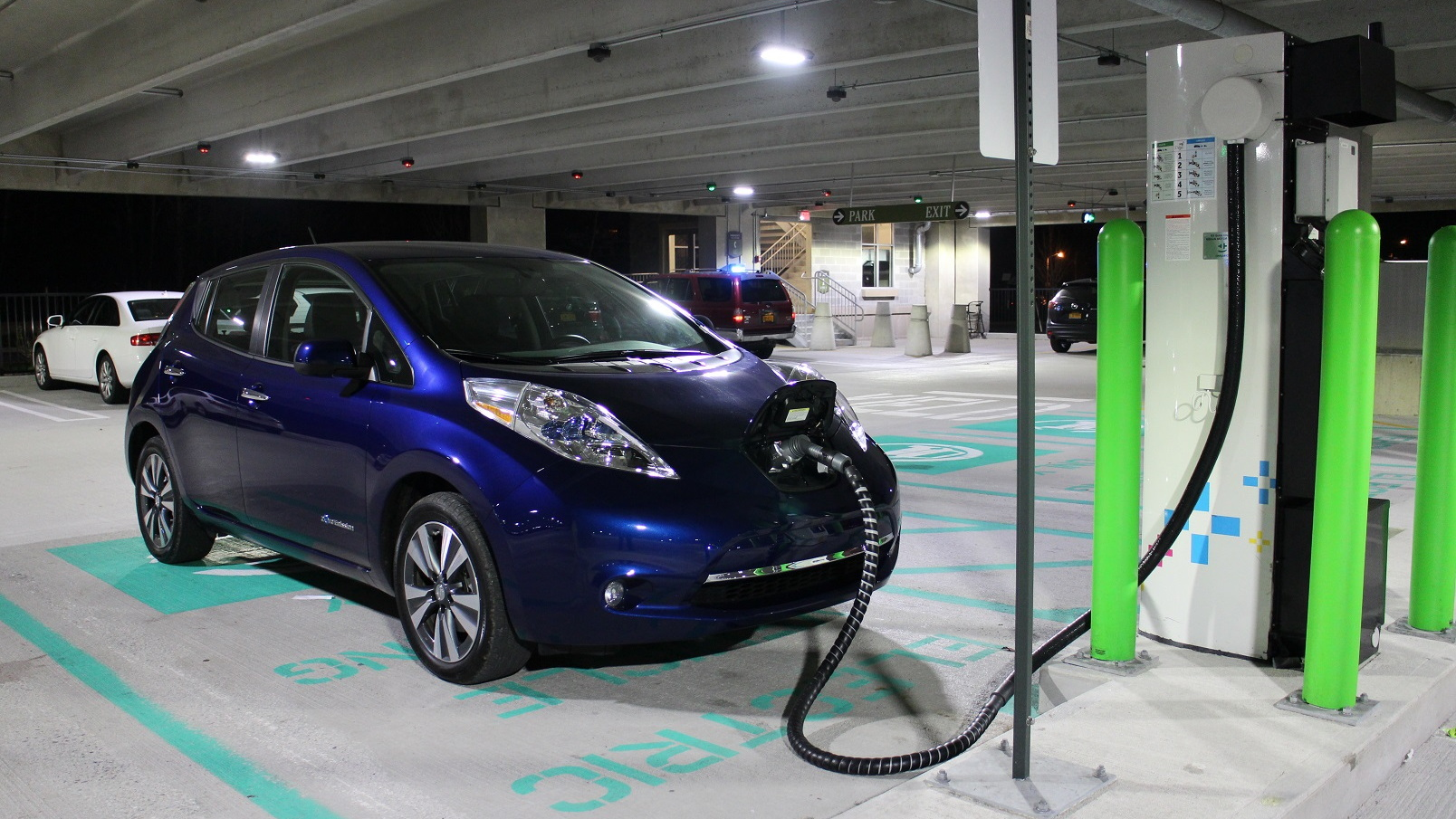 2016 nissan leaf first drive of 107 mile electric car. Black Bedroom Furniture Sets. Home Design Ideas