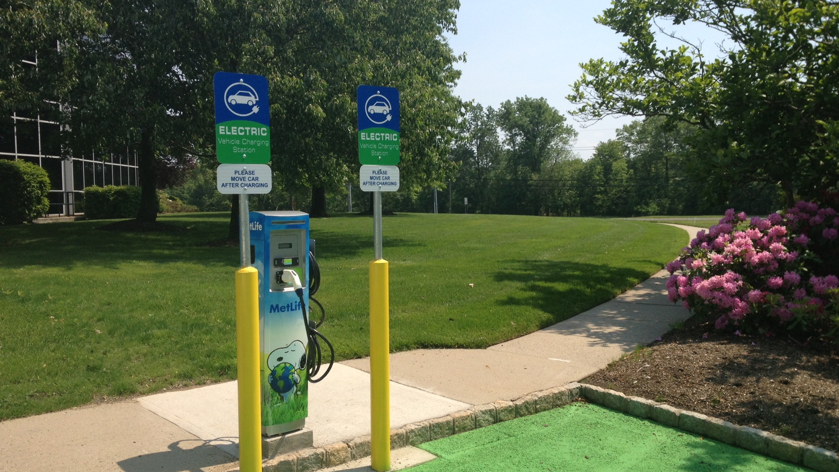 MetLife electric-car charging station for employee use - Bridgewater, New Jersey