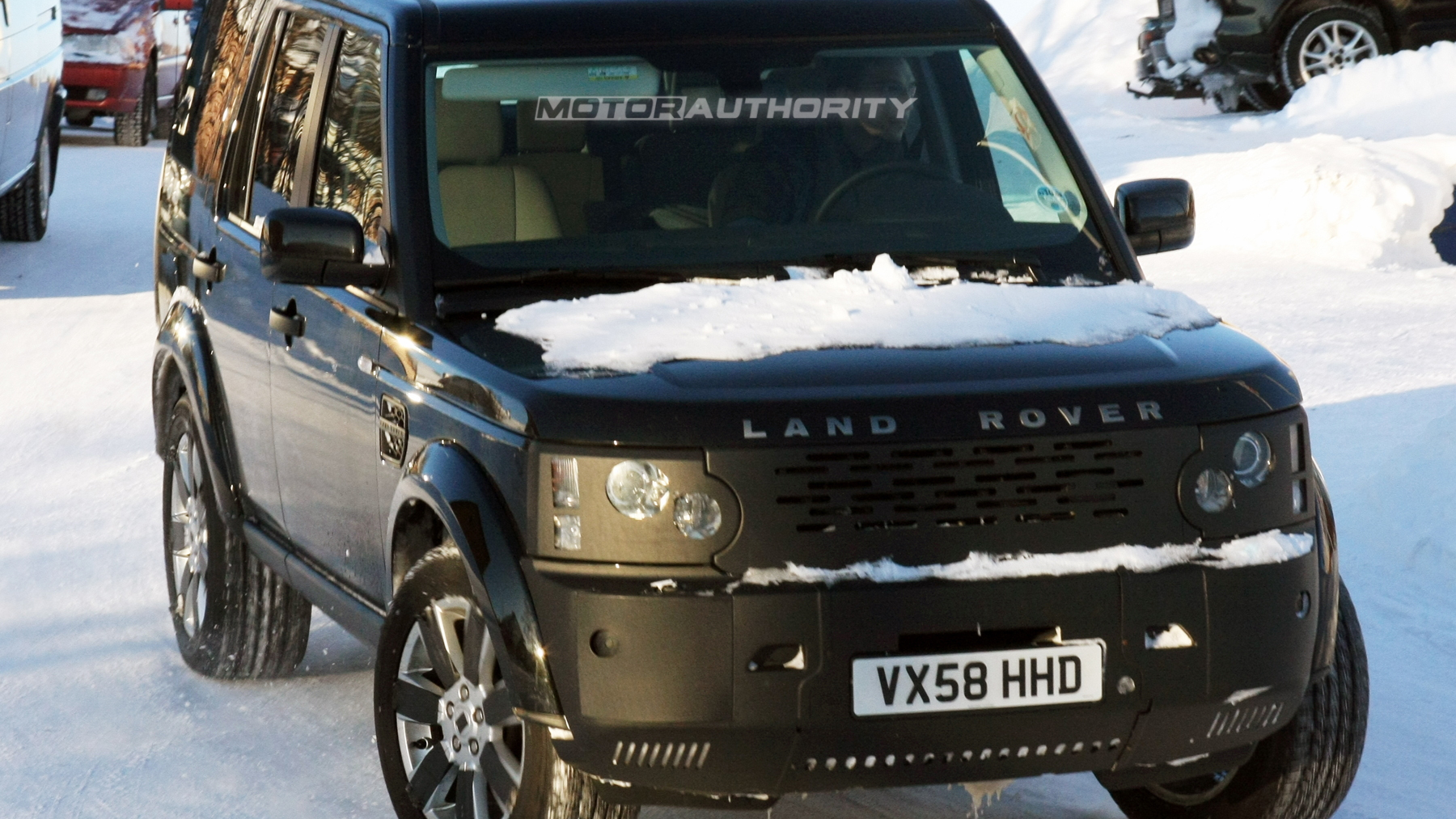 2010 land rover discovery facelift spy shots february 001