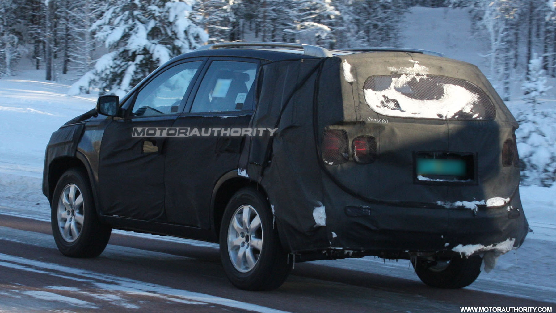 2010 kia sorento spy shots february 005