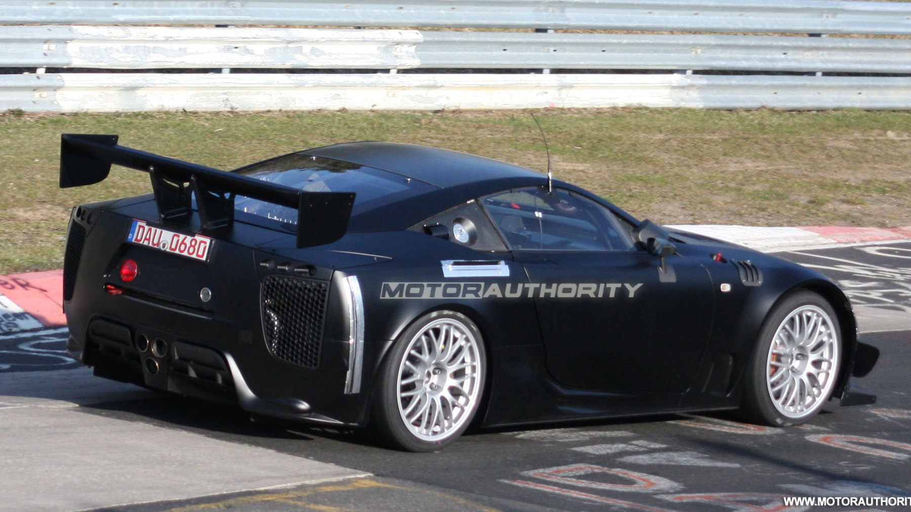 2011 lexus lfa spy shots april 005
