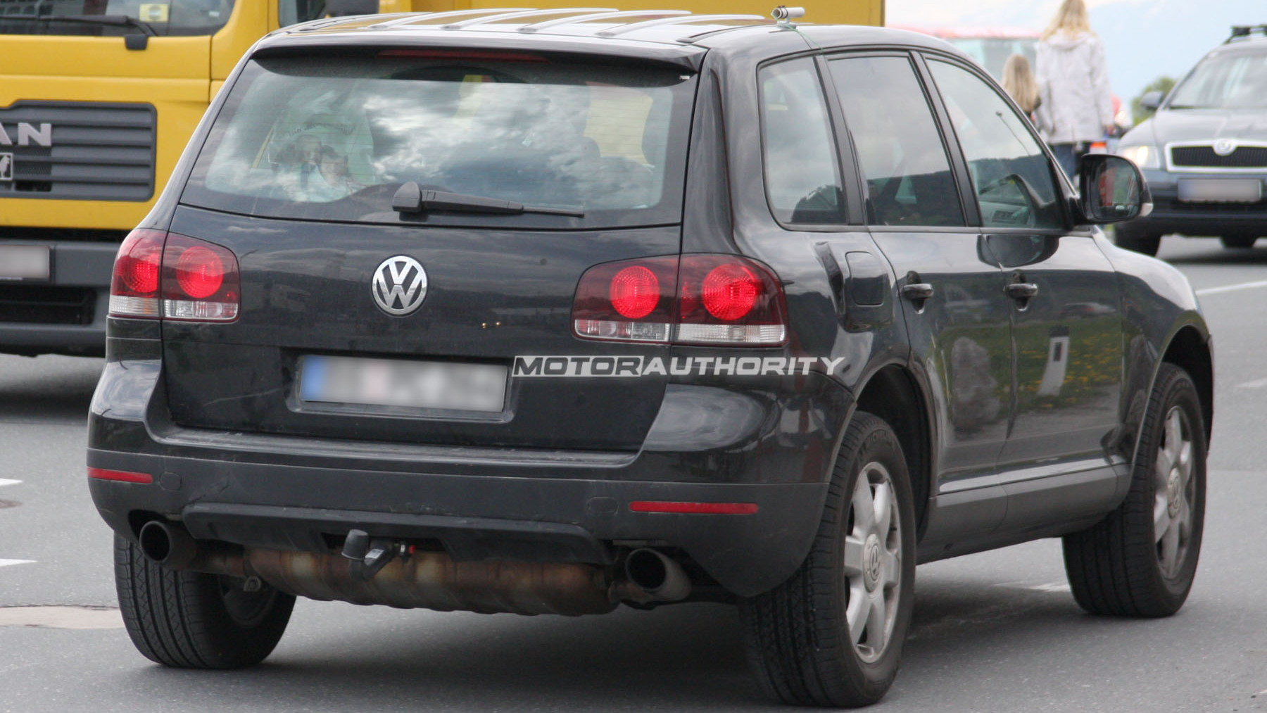 2011 volkswagen touareg test mule spy shots may 006