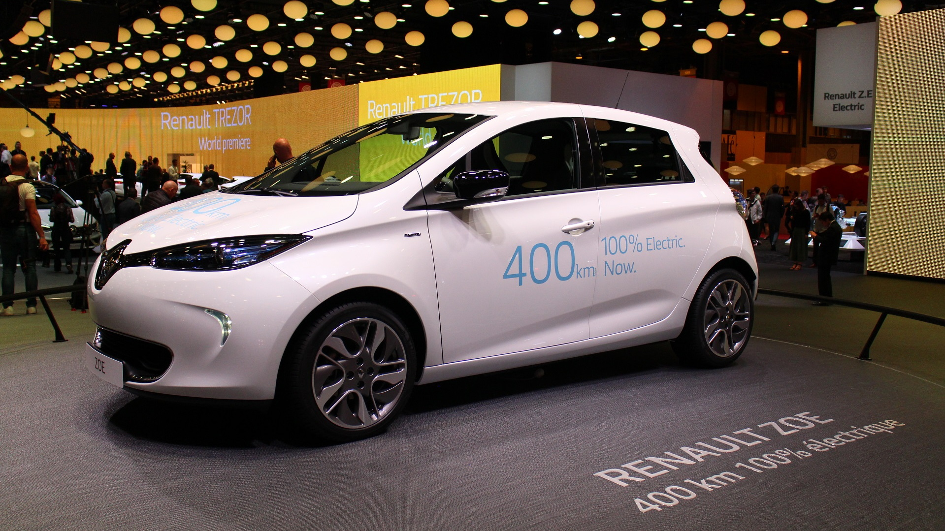 Longer-range Renault Zoe electric car, introduced at 2016 Paris Motor Show
