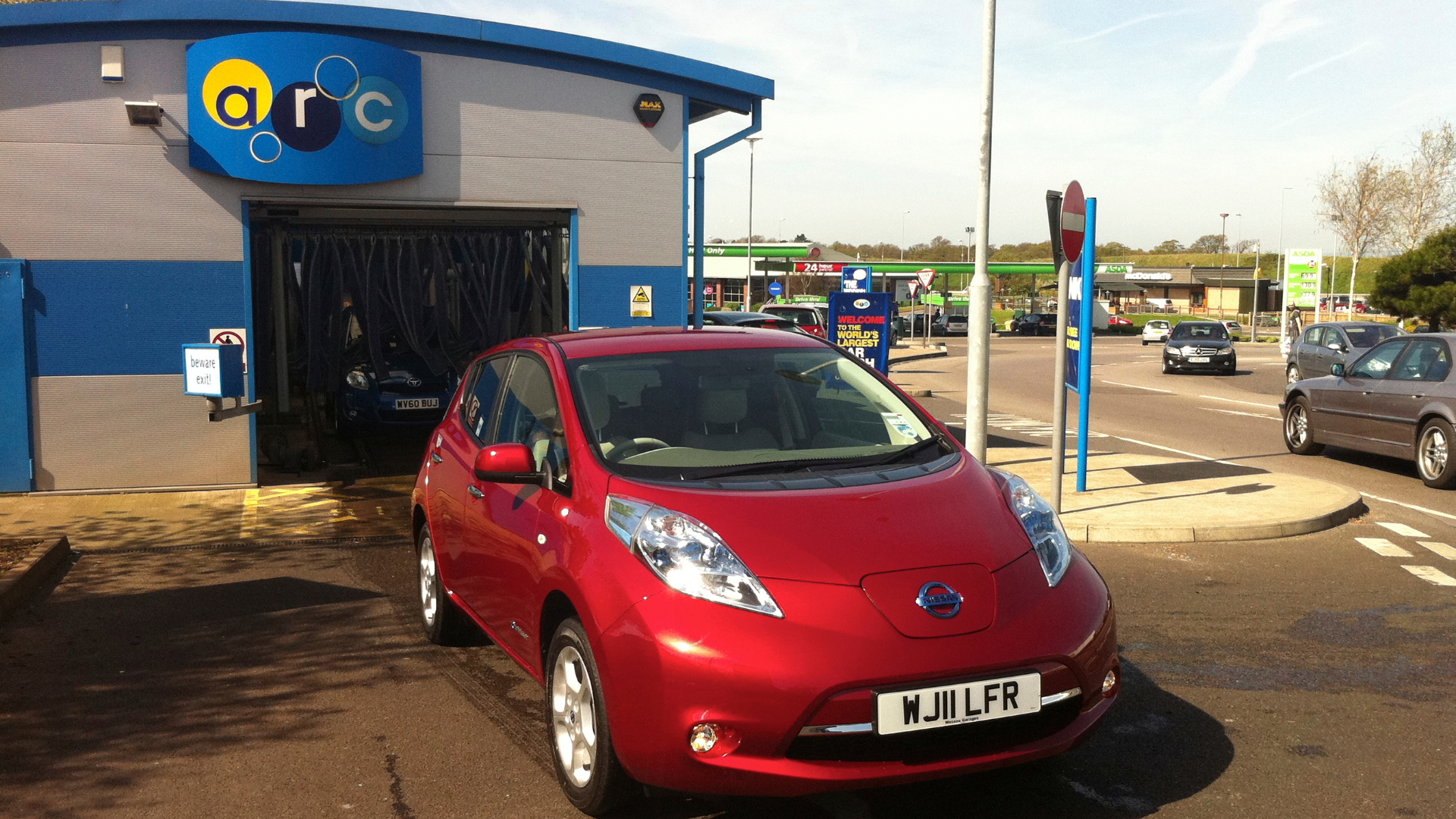 2011 Nissan Leaf in Car Wash
