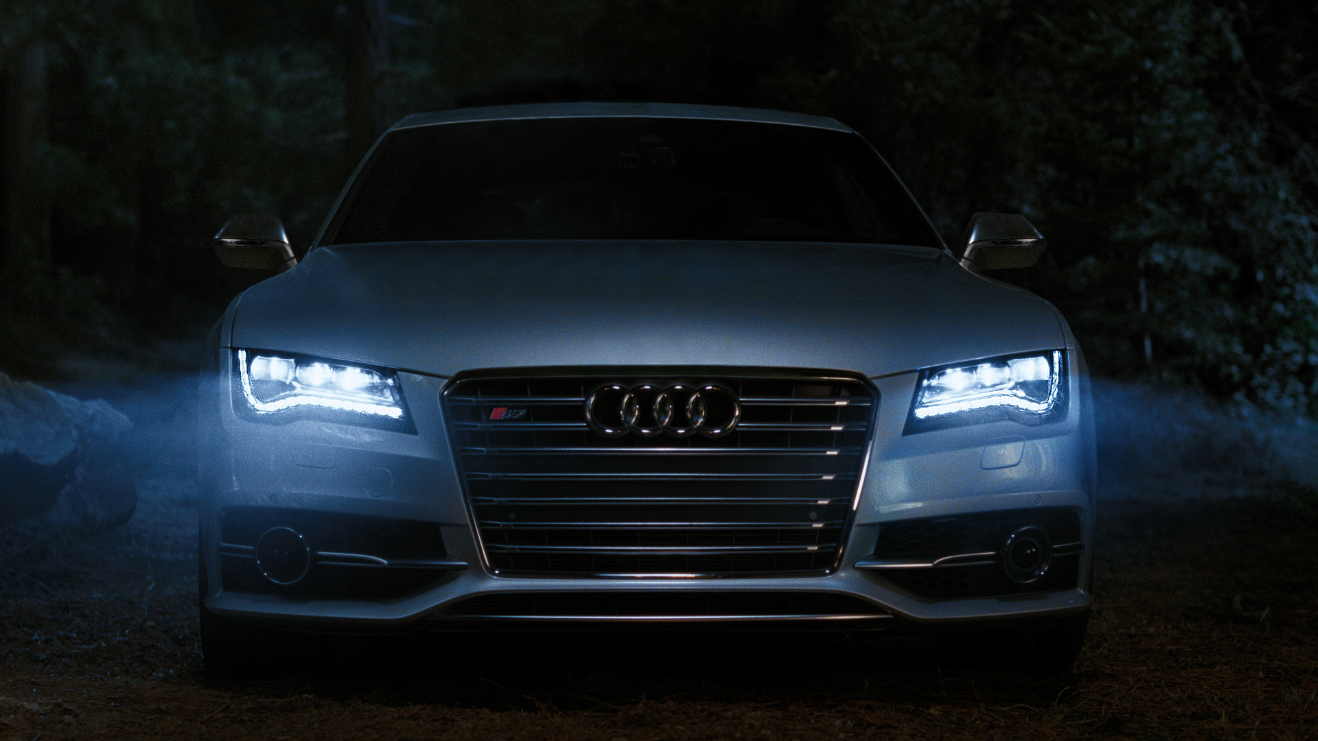 Audi's signature LEDs on the 2013 S7