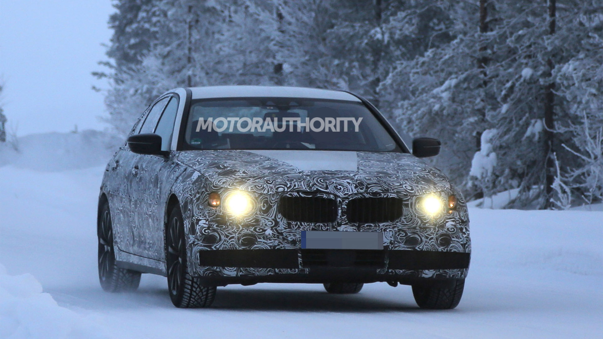2017 BMW 5-Series eDrive Plug-In Hybrid spy shots - Image via S. Baldauf/SB-Medien