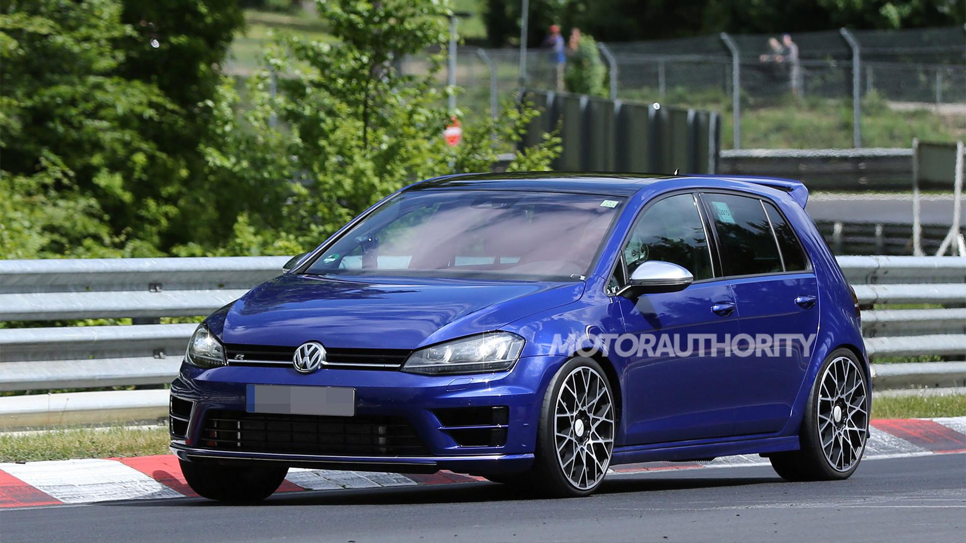 2017 Volkswagen Golf R 400 spy shots - Image via S. Baldauf/SB-Medien