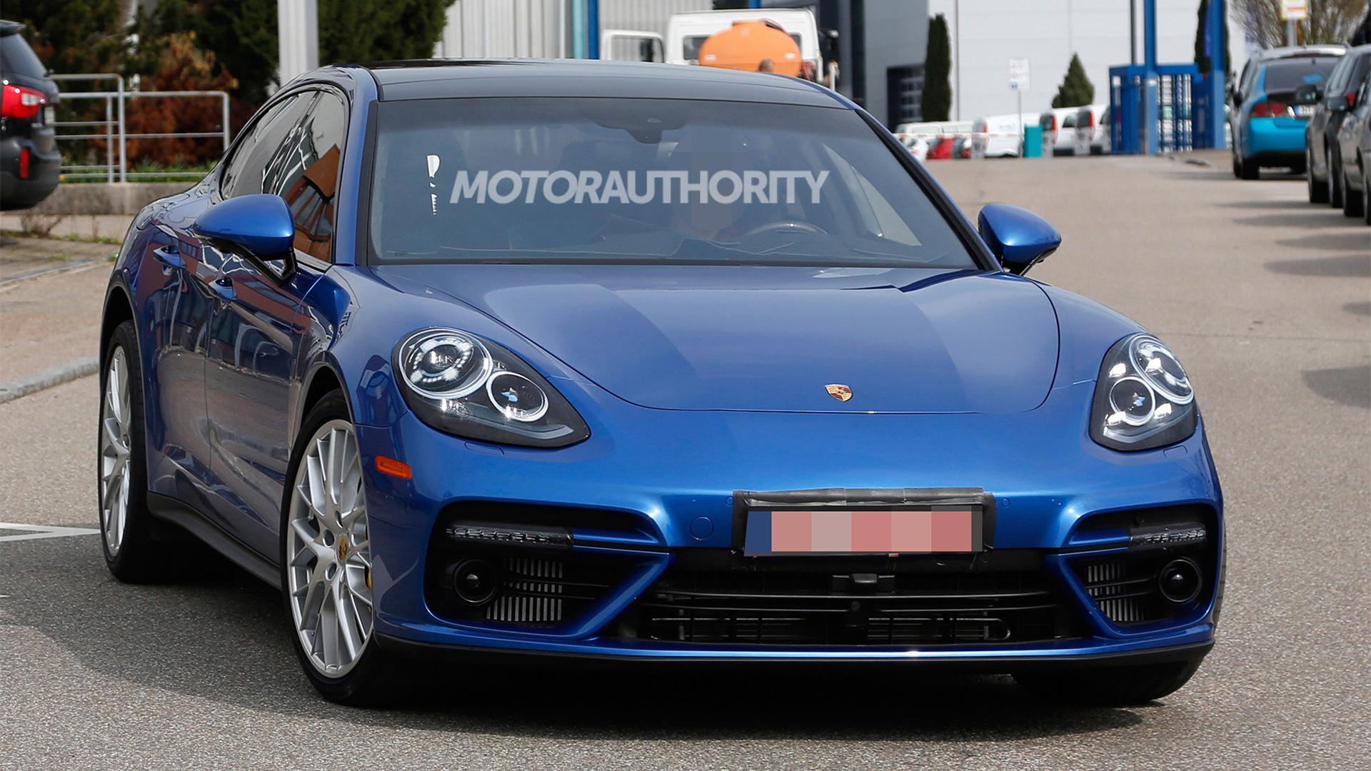 2017 Porsche Panamera spy shots - Image via S. Baldauf/SB-Medien