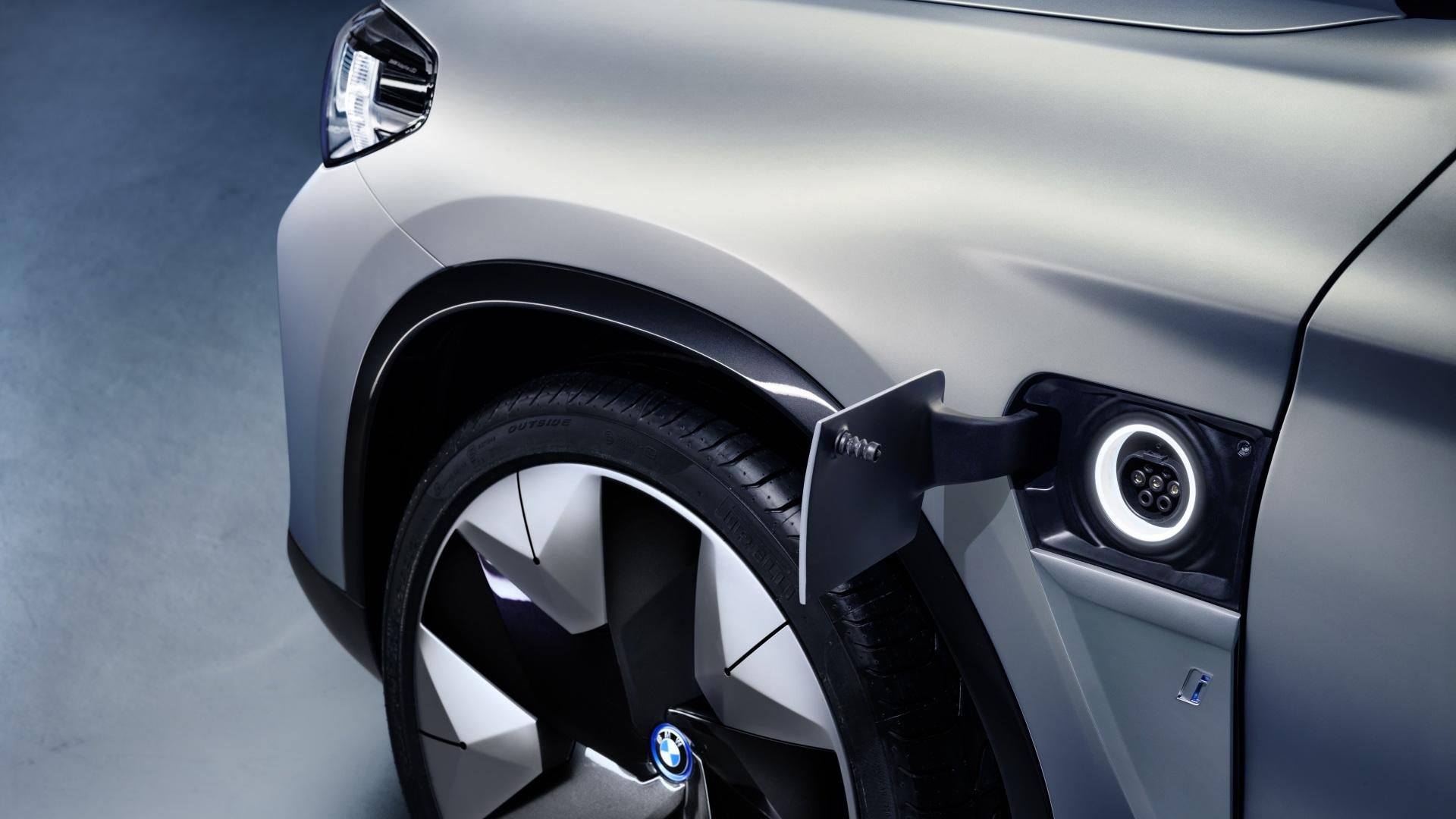 BMW iX3 Concept plug