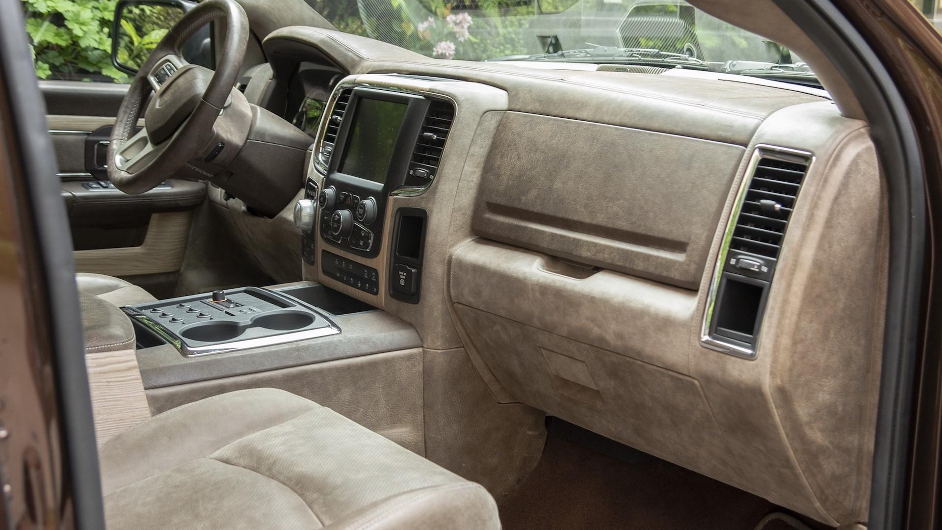 Aznom Atulux coach-built pickup truck