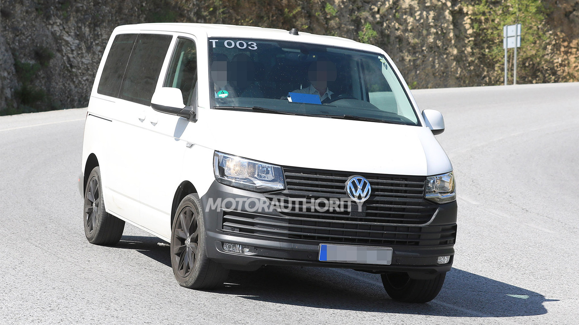 2020 Volkswagen Transporter (T7) test mule spy shots - Image via S. Baldauf/SB-Medien