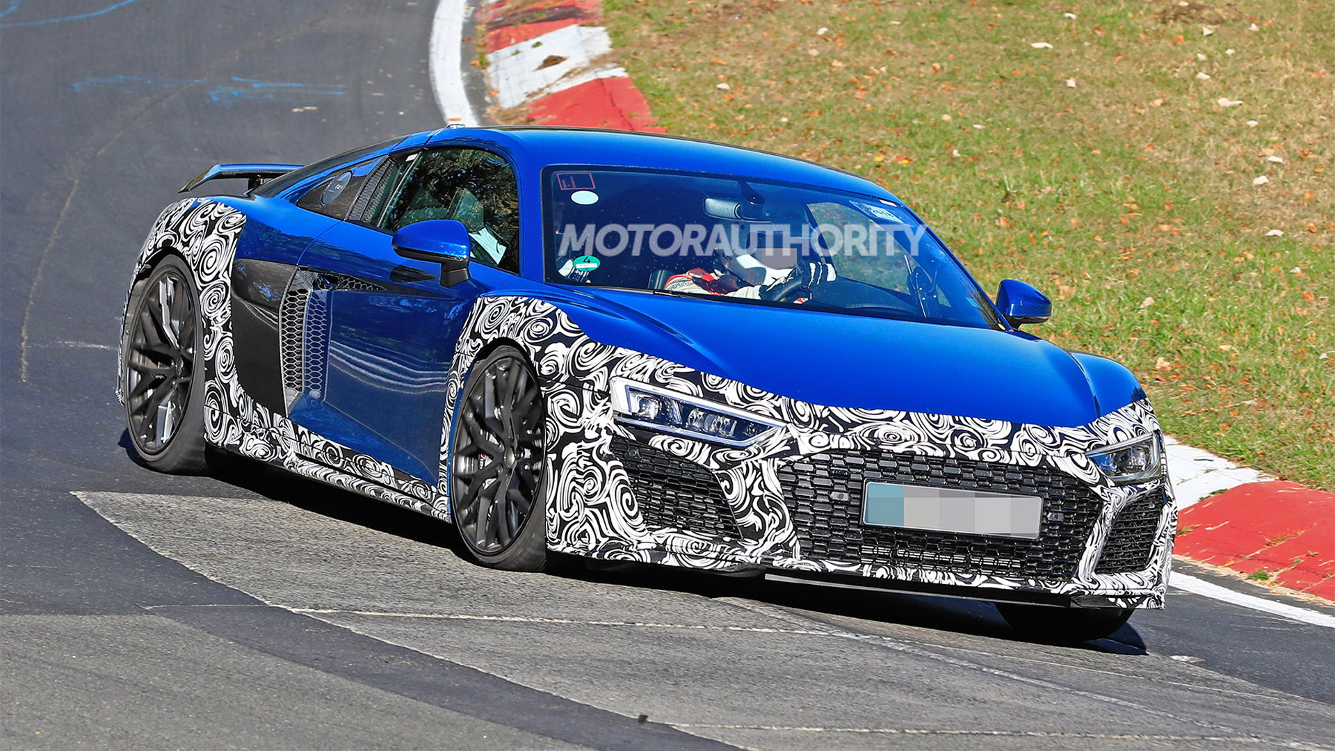 2020 Audi R8 facelift spy shots - Image via S. Baldauf/SB-Medien