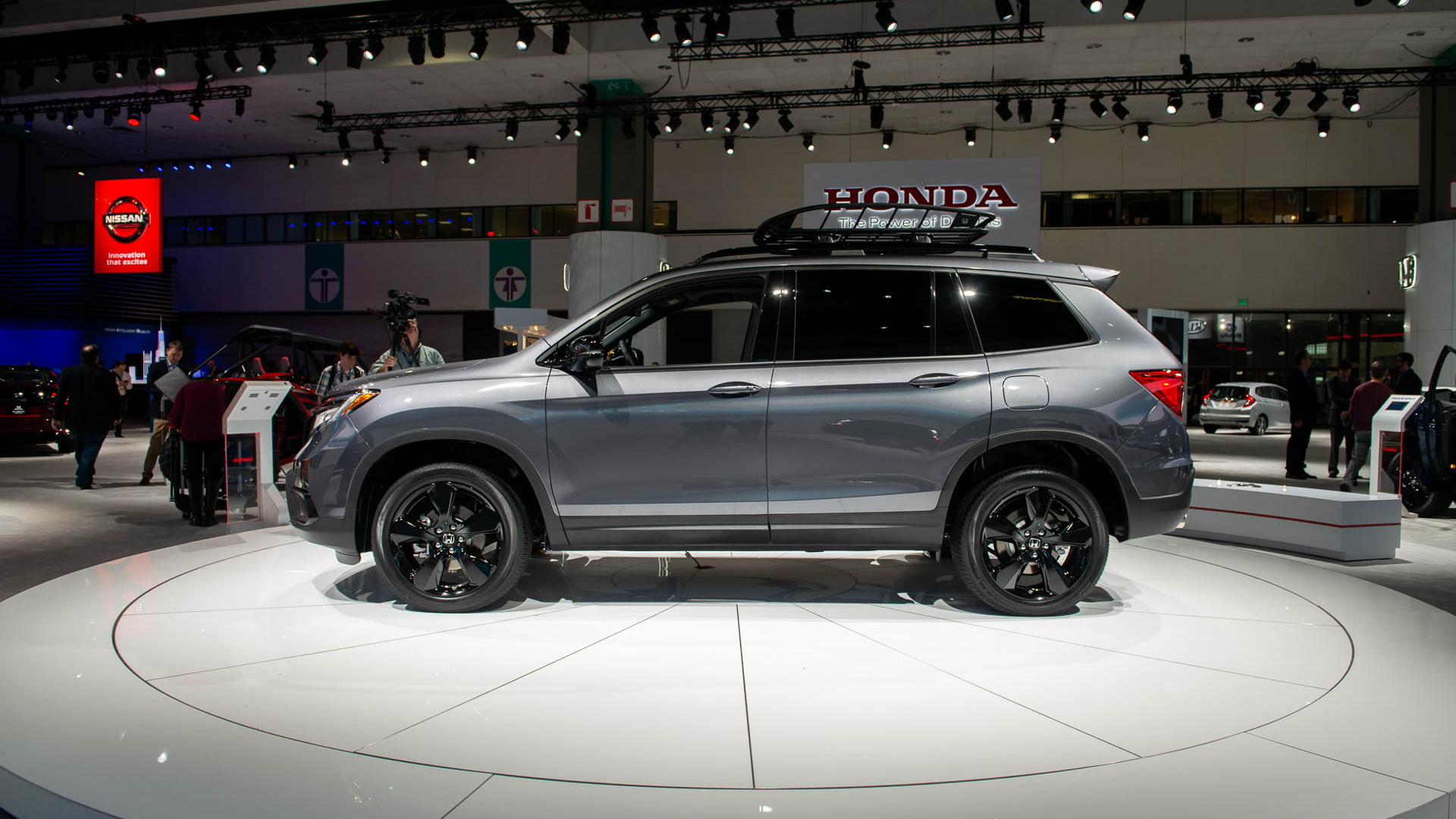 Rivian R1s Debuts With 410 Miles Of Range What The Tesla Model X