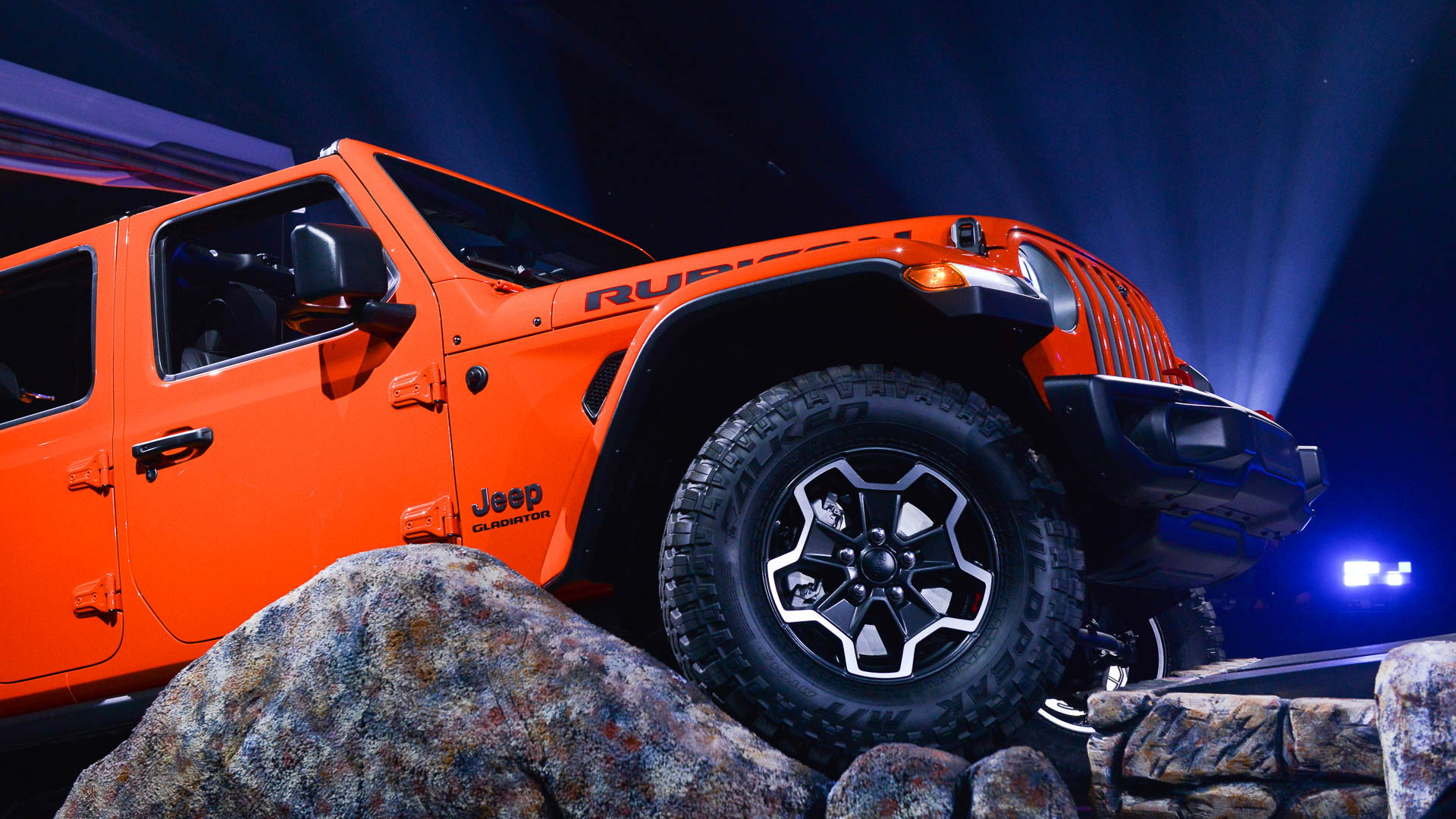 2020 Jeep Gladiator debuts: Not just a Wrangler pickup truck