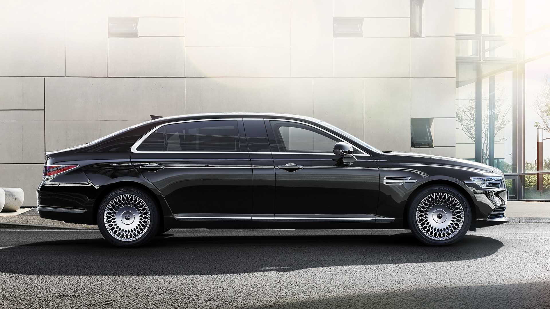 2020 Genesis G90 limousine