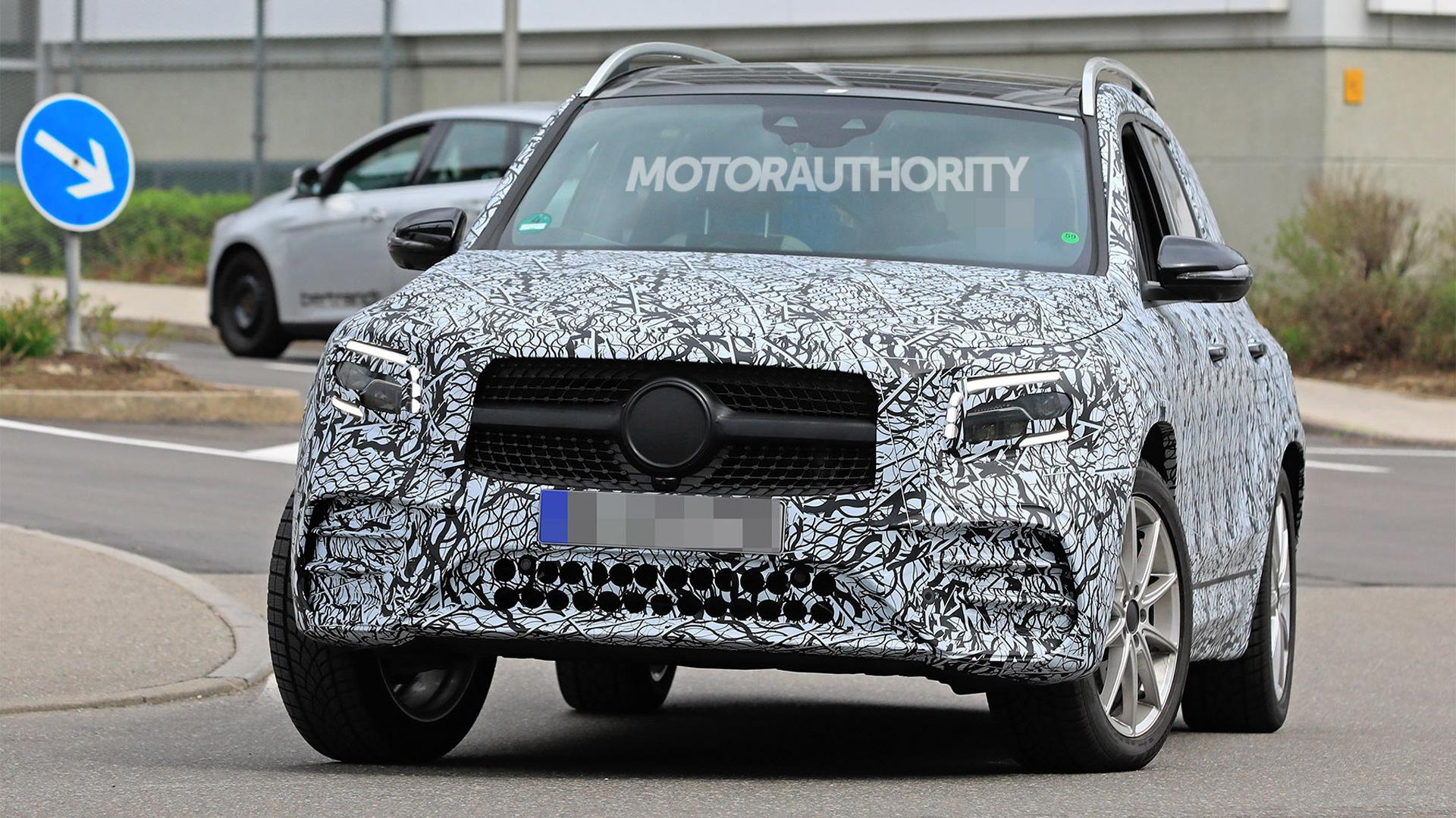 2020 Mercedes-Benz GLB spy shots - Image via S. Baldauf/SB-Medien