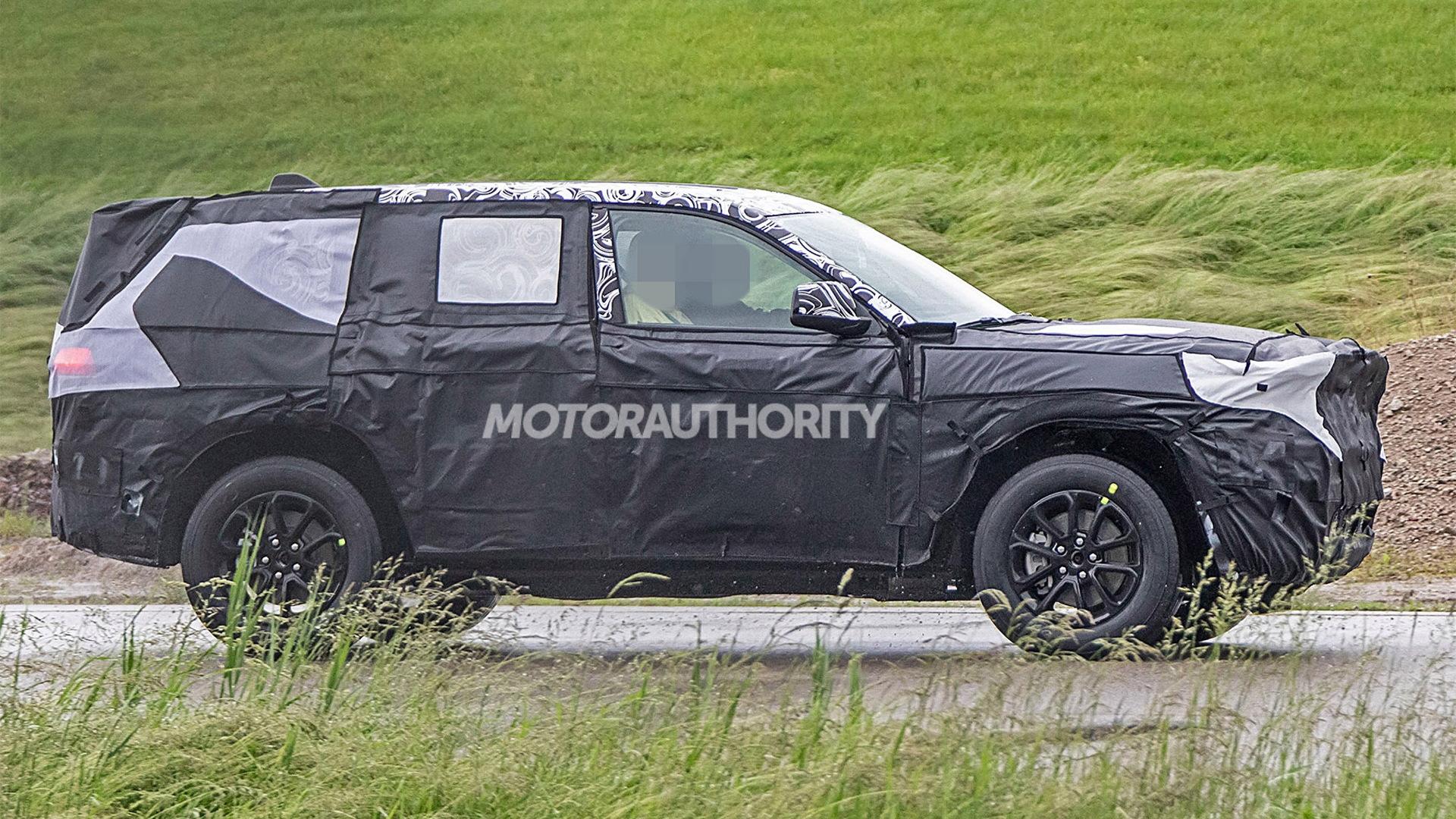 2021 Jeep Grand Cherokee spy shots - Image via S. Baldauf/SB-Medien
