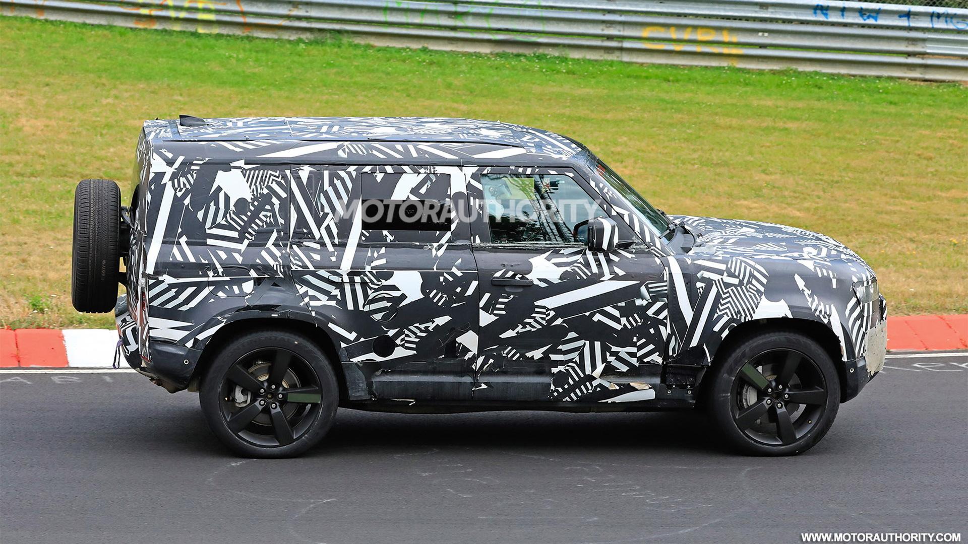 2020 Land Rover Defender: News, Design, Release, Price >> 2020 Land Rover Defender Spy Shots And Video