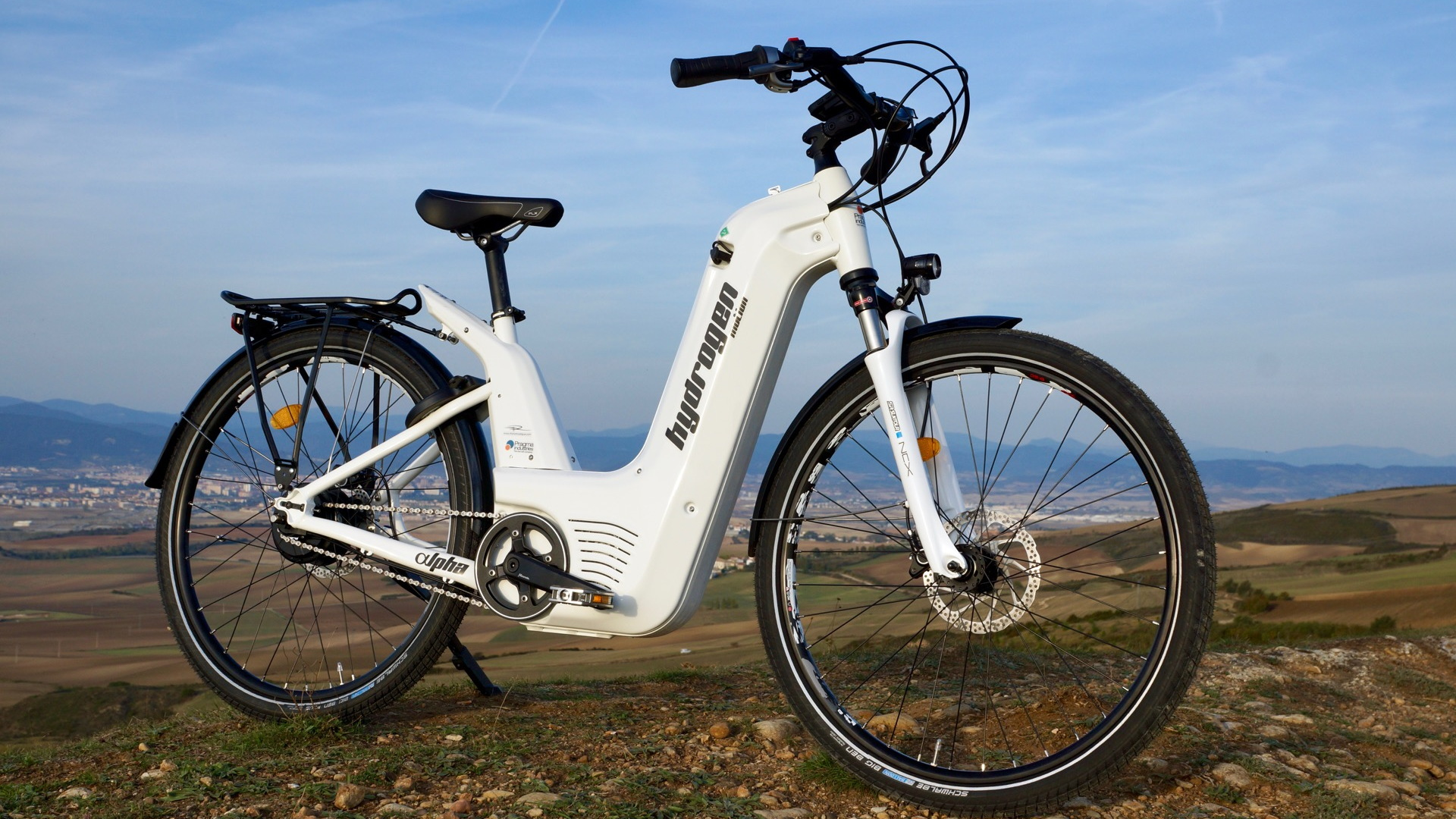 Alpha2.0 hydrogen fuel-cell e-bike