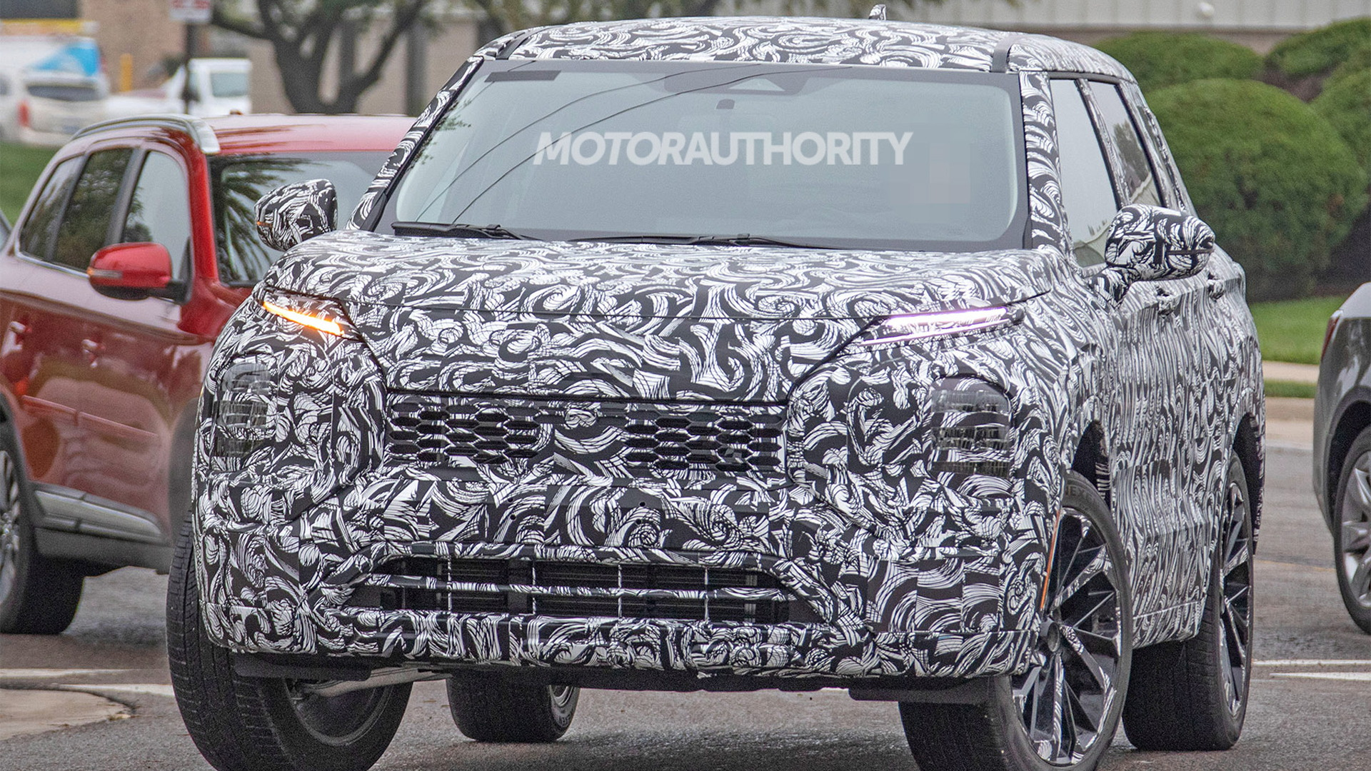 2022 Mitsubishi Outlander spy shots - Photo credit: S. Baldauf/SB-Medien