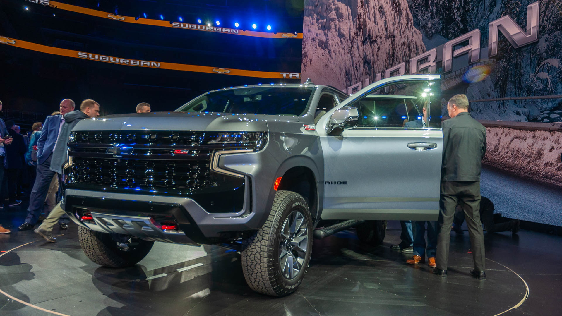 GM unveils even bigger Tahoe, Suburban SUVs