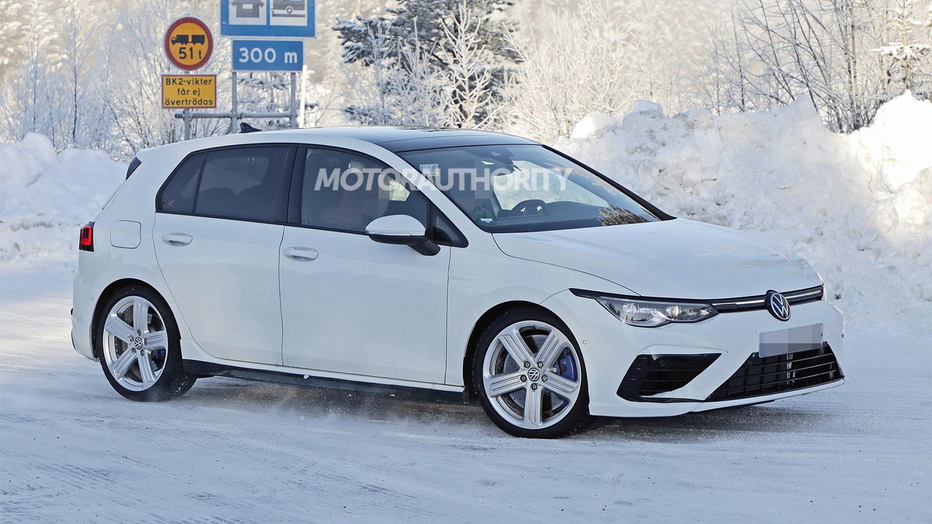 2021 Volkswagen Golf R spy shots - Photo credit:S. Baldauf/SB-Medien