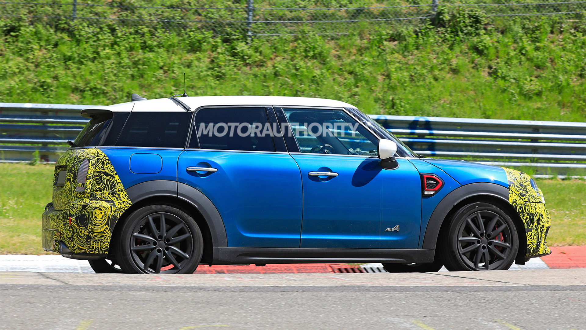 2021 Mini Countryman facelift spy shots - Photo credit: S. Baldauf/SB-Medien