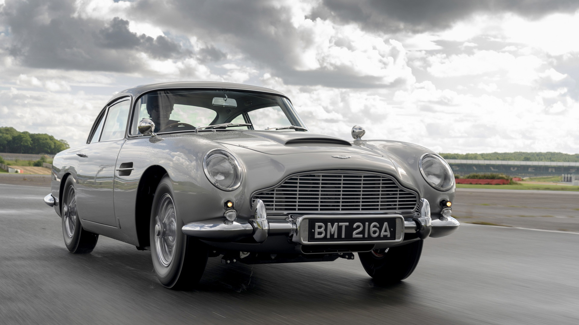 "Aston Martin DB5 ""Goldfinger"" continuation car"