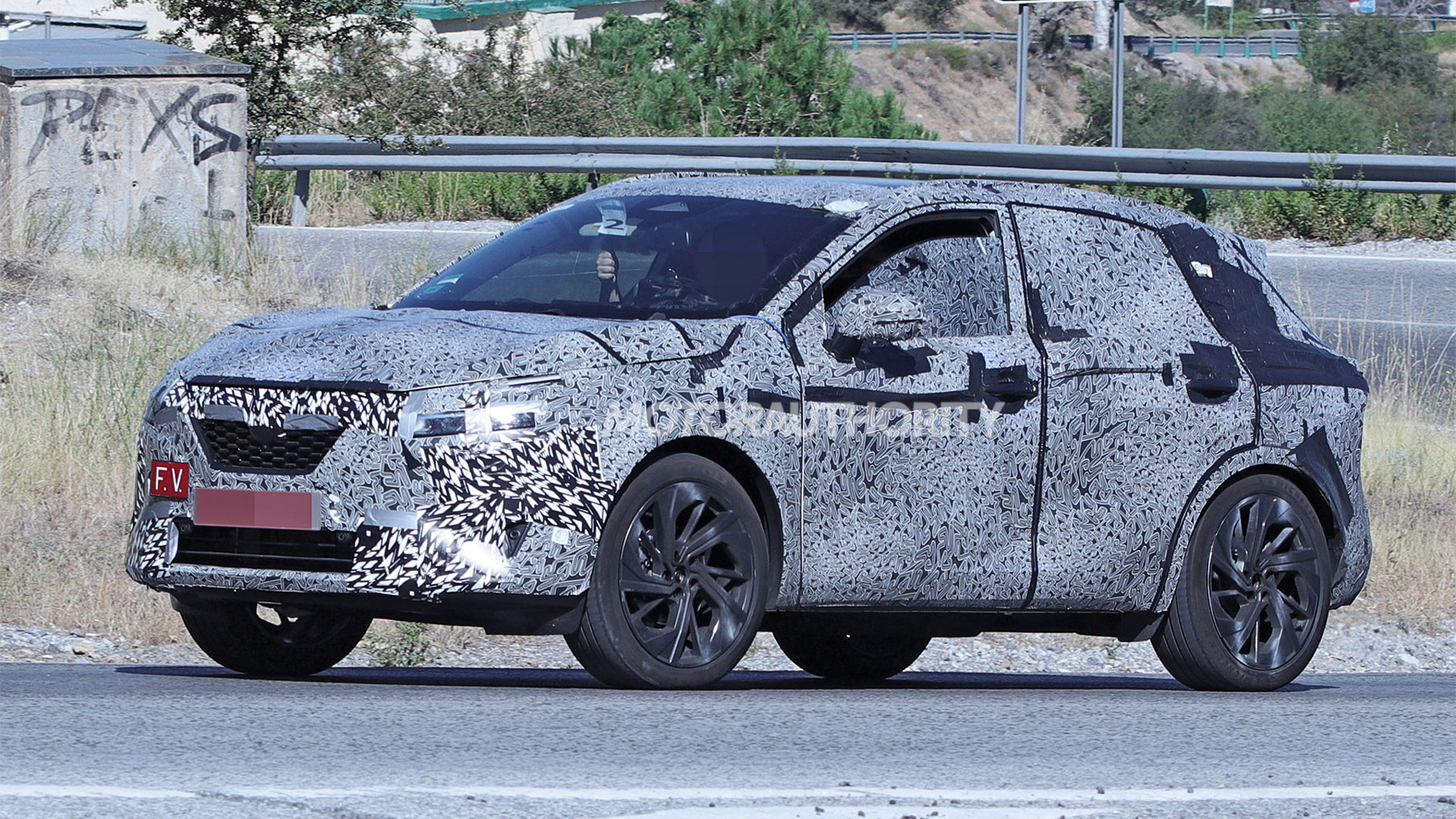 2022 Nissan Rogue Sport spy shots - Photo credit: S. Baldauf/SB-Medien
