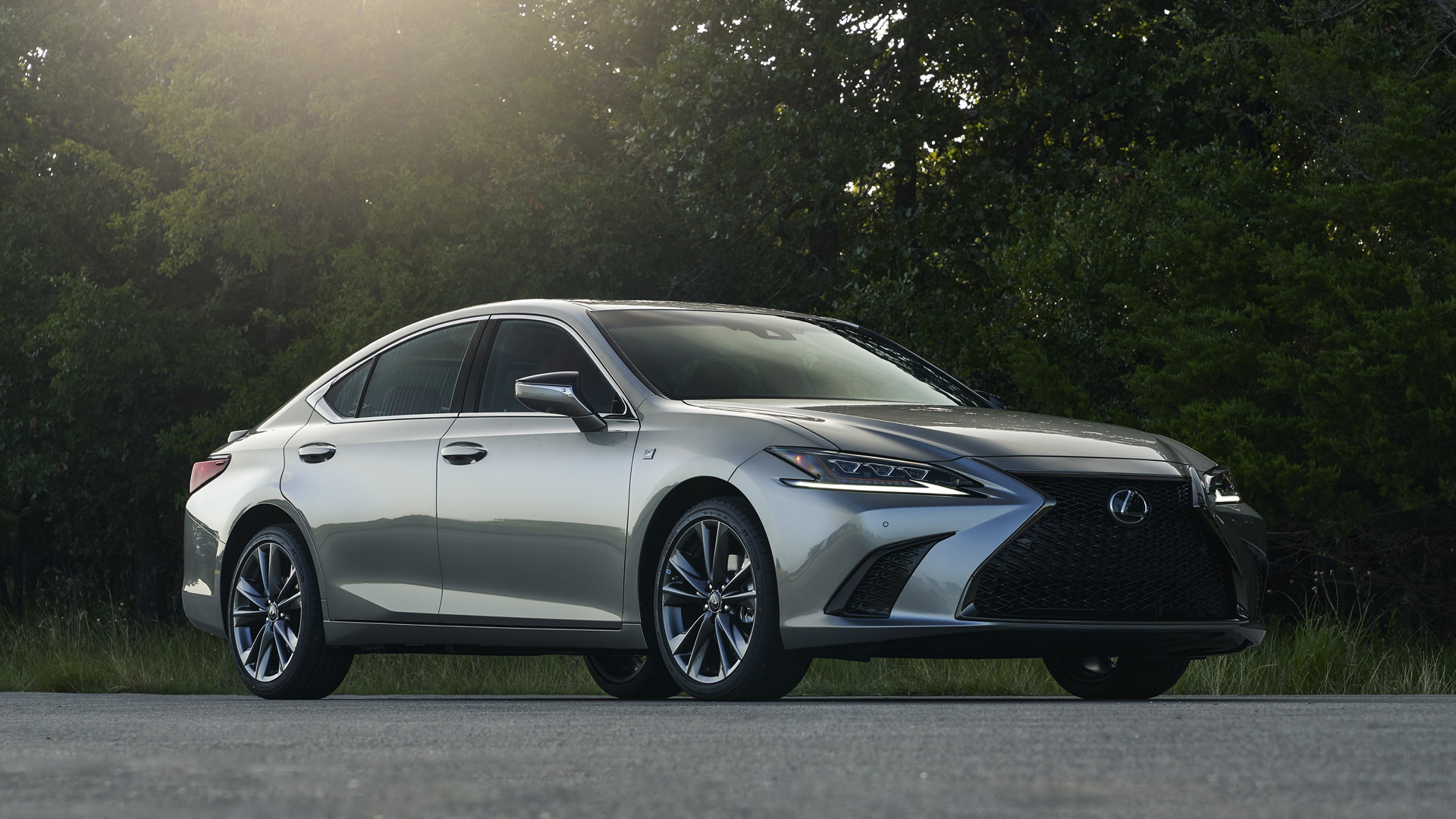 Lexus ES gains AWD, Black Line Special Edition