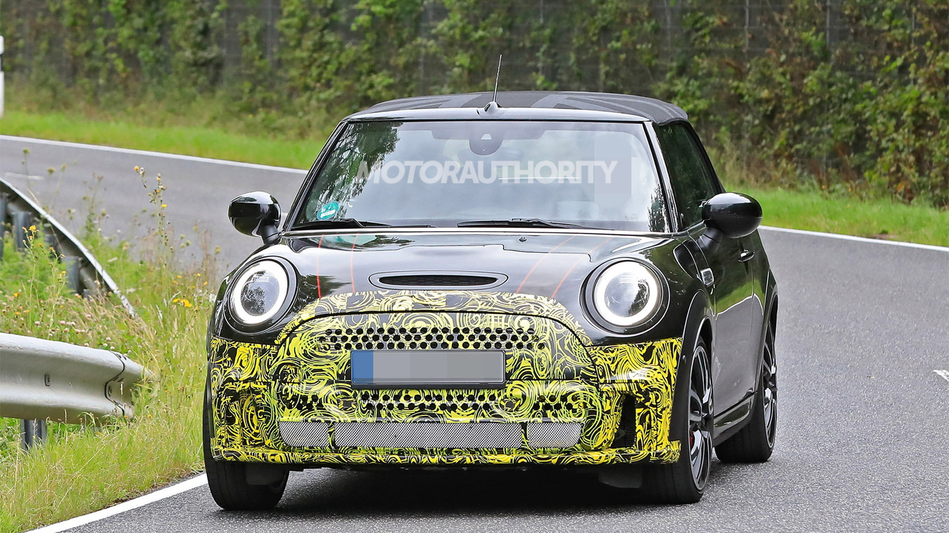 2022 Mini Convertible facelift spy shots - Photo credit: S. Baldauf/SB-Medien