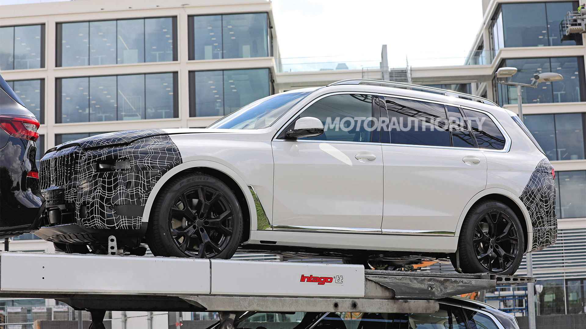 2023 BMW X7 spy shots - Photo credit: S. Baldauf/SB-Medien