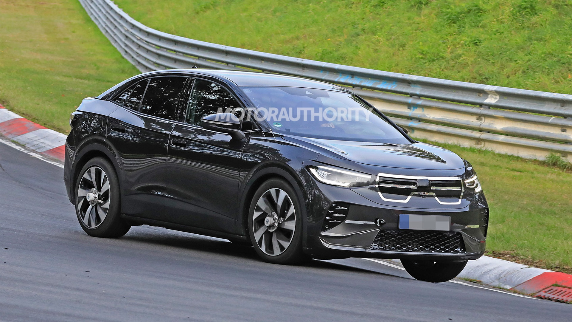 2022 Volkswagen ID.4 coupe spy shots - Photo credit: S. Baldauf/SB-Medien