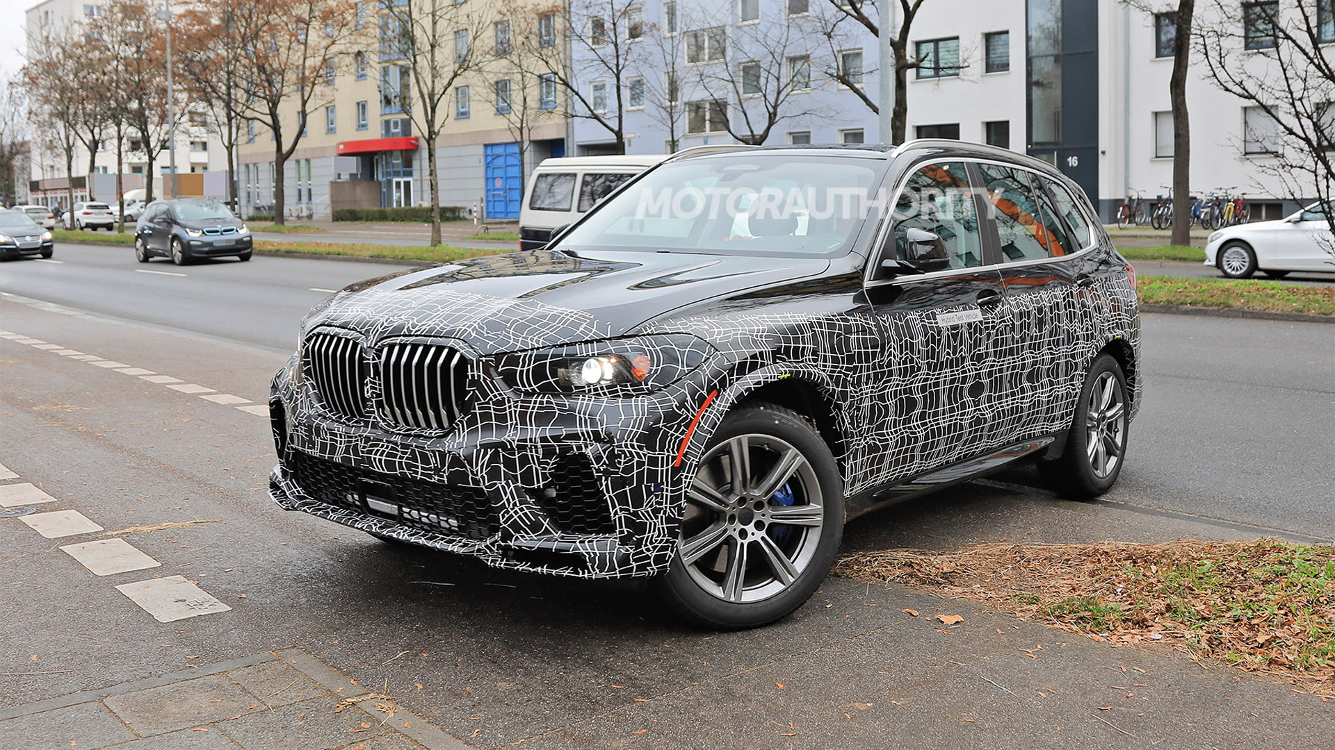 2023 BMW X5 facelift spy shots - Photo credit: S. Baldauf/SB-Medien