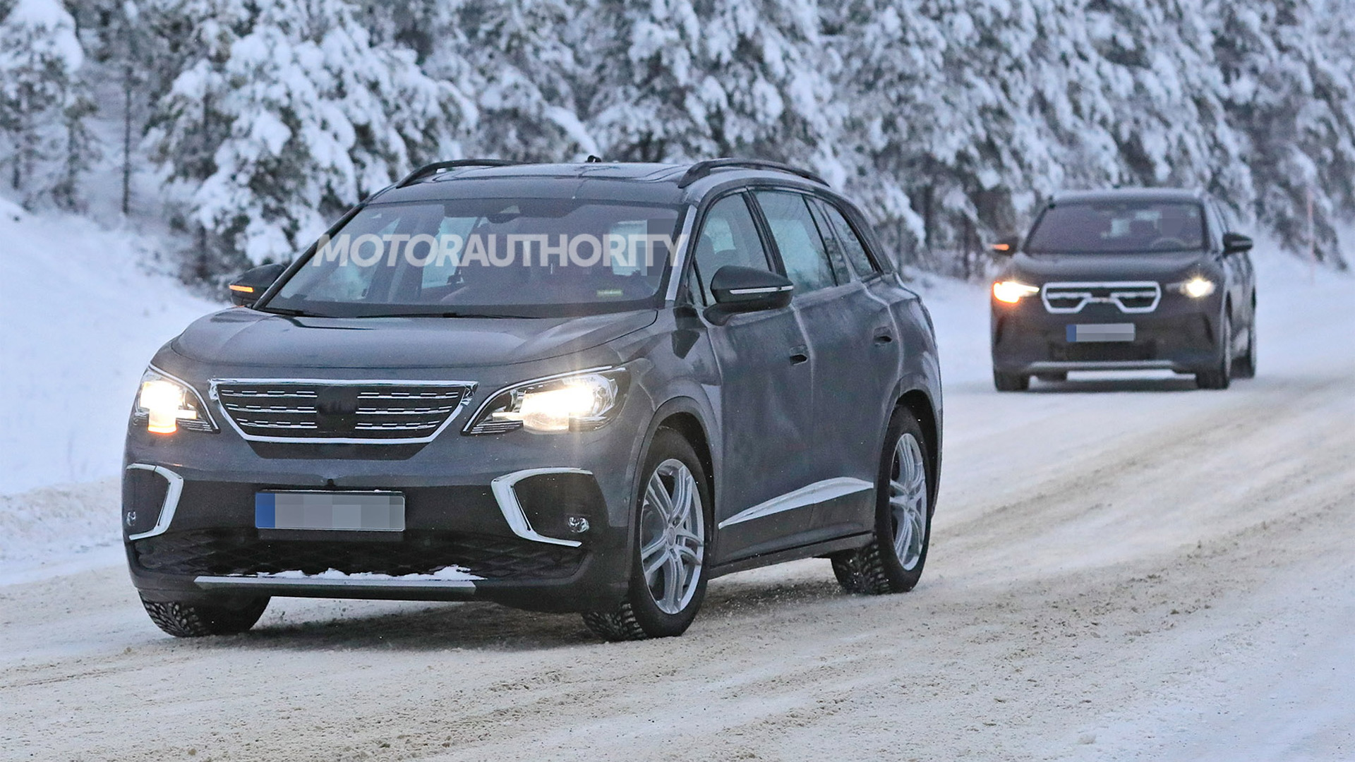 2022 Volkswagen ID.6 spy shots - Photo credit: S. Baldauf/SB-Medien