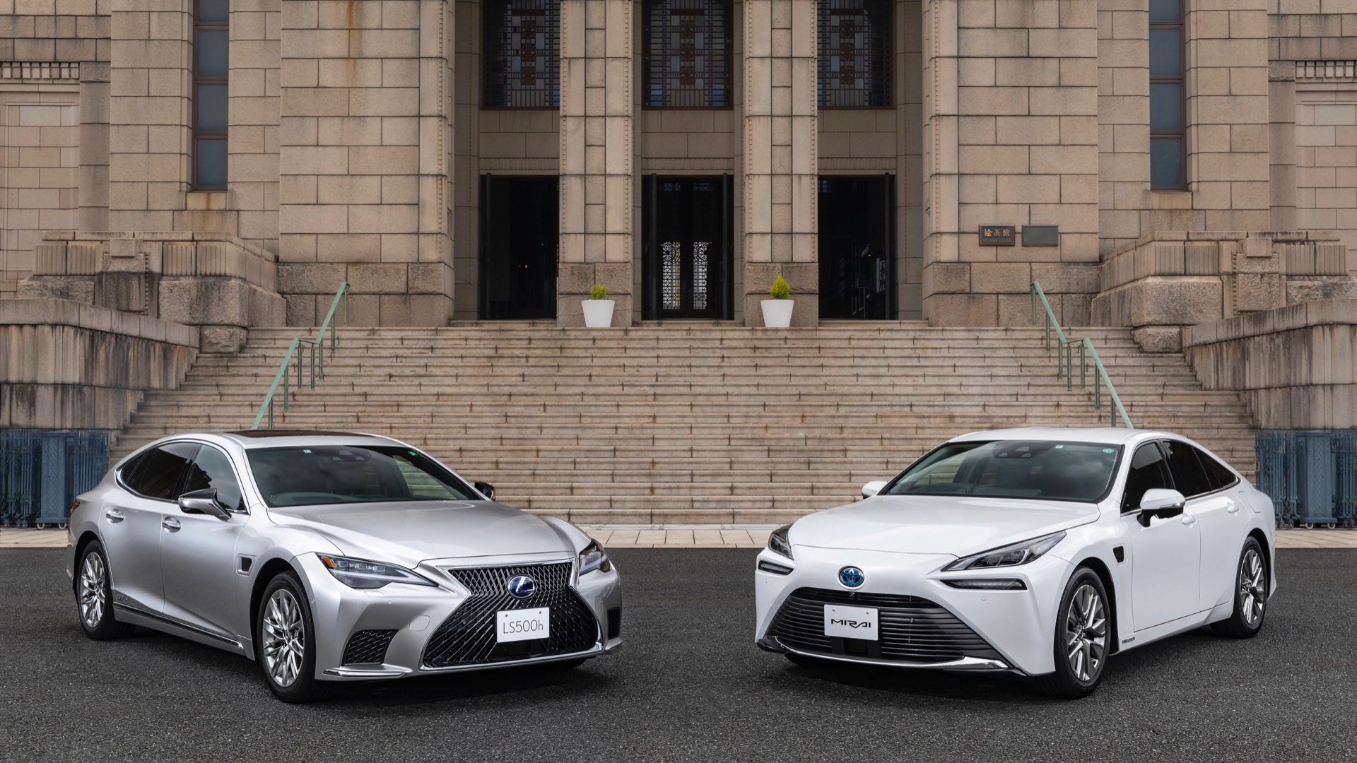 2022 Lexus LS 500h and 2022 Toyota Mirai with Teammate